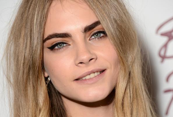 cara-delevingne-eyebrows
