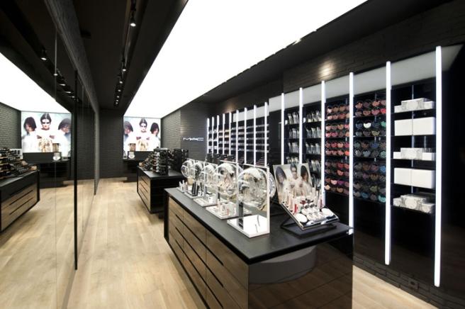 MAC-Cosmetics-store-by-Pinkeye-Liege-02